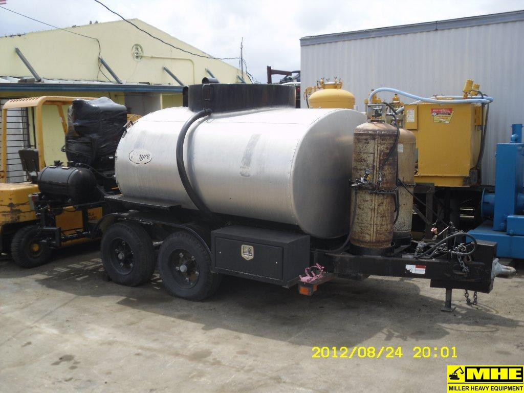 Bulldozers For Sale >> 2001-ETNYRE 600 GAL. TRAILER – Used Heavy Equipment For Sale Asphalt Paving Road Construction ...